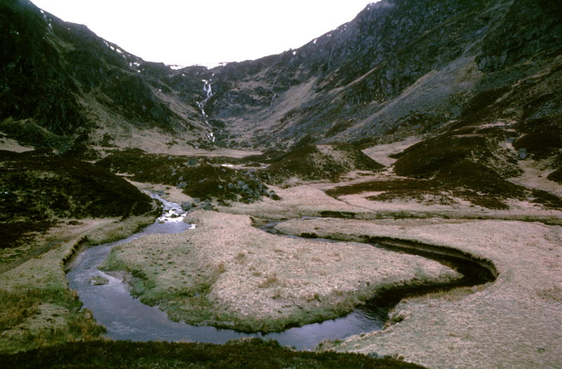 The Fee Burn meanders over its Corrie floor, Photo Andy, Yashica TL-Electro-X, Kodachrome 25, index AK427
